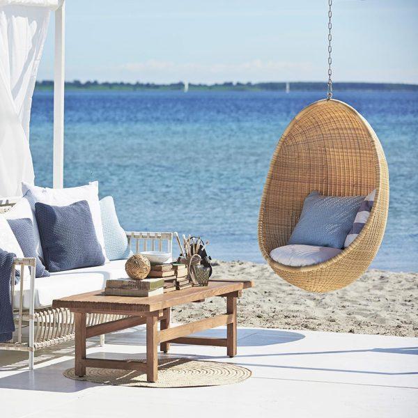 caroline-och-hanging-egg-chair