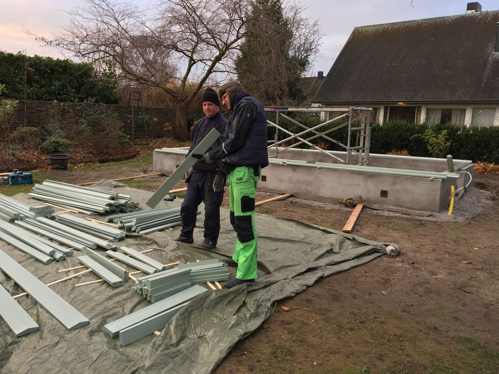 Våra hantverkare ofärd att montera ett växthus i Malmötrakten.