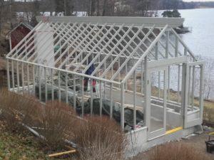Närbild på växthus i Victoria Skoglunds trädgård