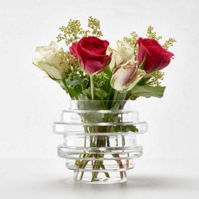 Vako Vatten 120 är en något mindre vas som är väldigt användbar till bordsdekorationen när man ska ha middag i växthuset till exempel