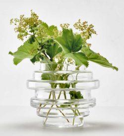 Vako vatten 120 är en liten vas som också går att använda som ljuslykta.