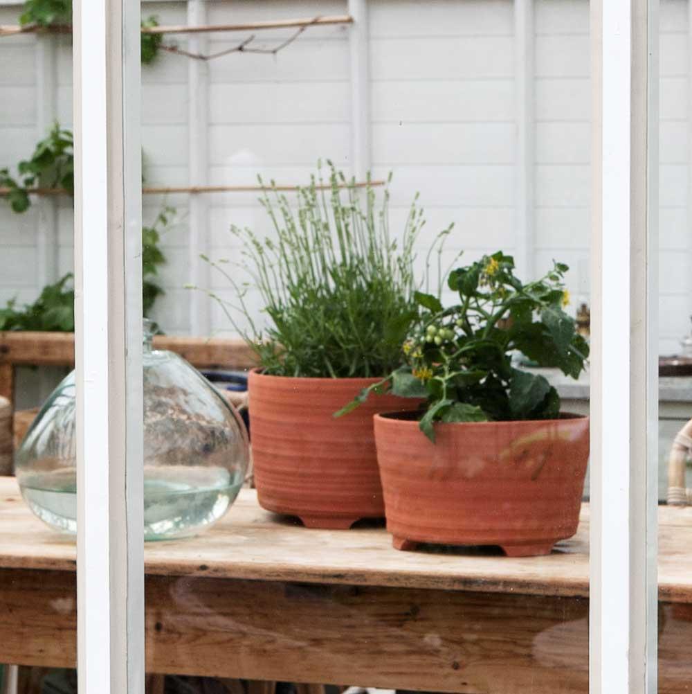 Sweden Green House har tagit fram en kruka som är handgjord i Skåne och som finns i två storlekar