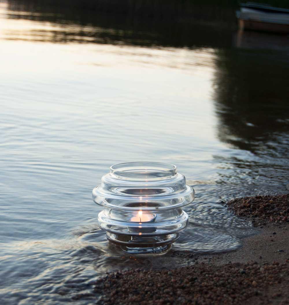 Vako vatten 120 är den lilla vasen i Vako-serien som även kan användas som ljuslykta