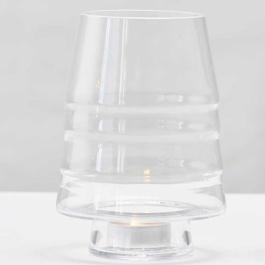 Gran 150 i klart glas är en perfekt ljuslykta eller en vas för lägre blommor