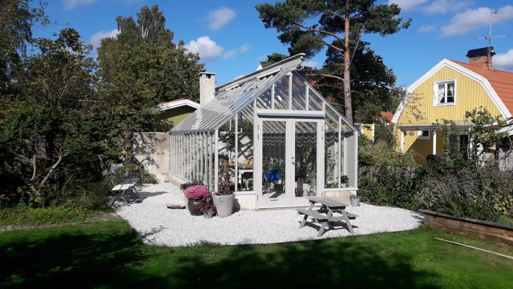 Grått växthus i Älvsjö