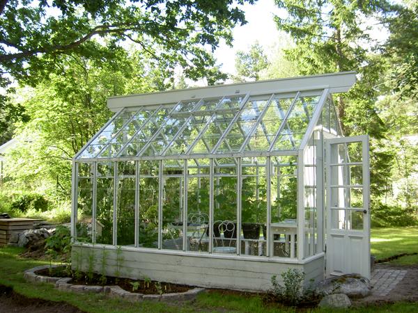 Ett växthus med sadeltak som är 2,6 m brett