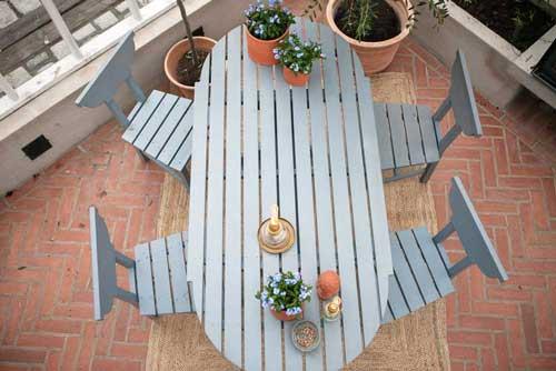 Gör ditt växthus mer ombonat genom att använda mattor.