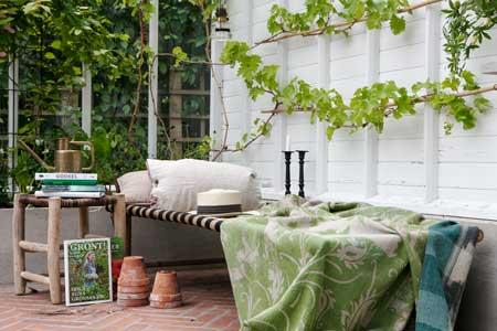 Din alldeles egna plats i växthuset kanske är en läshörna med en dagbädd.