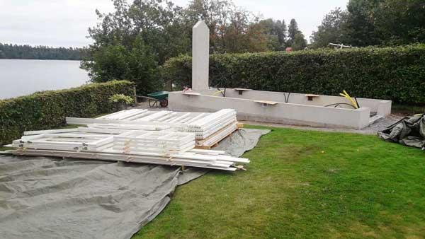 en växthusmur förberedd för braskamin.