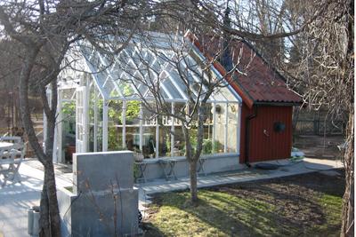 Växthus sammanbyggt med förråd
