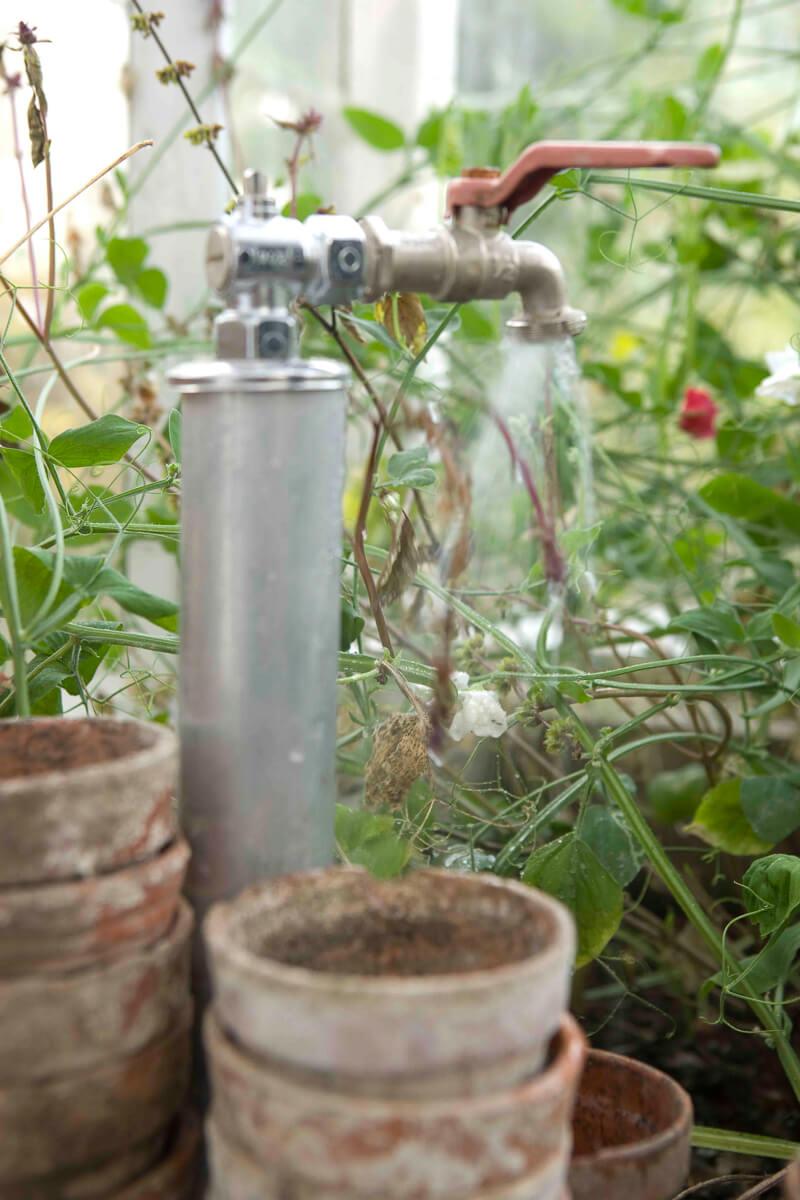 Bevattning i växthus- en kran