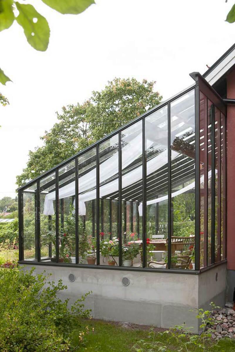 Gavel på växthus med pulpettak