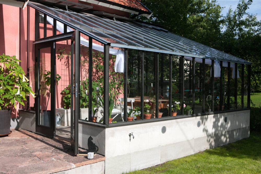 3,5 meter brett växthus mot vägg