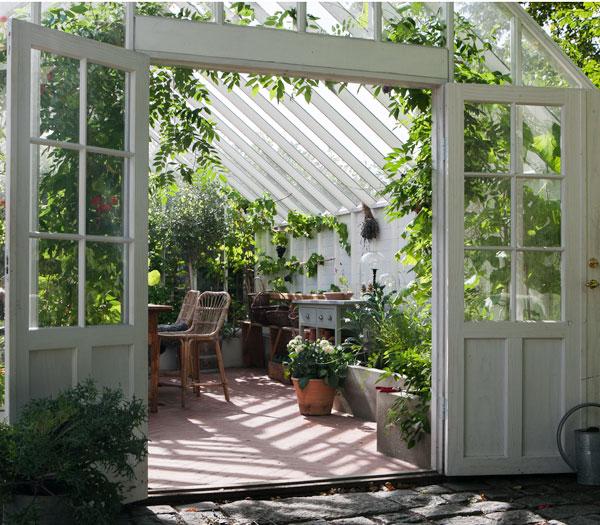 vit spegeldörr med spröjs till växthus