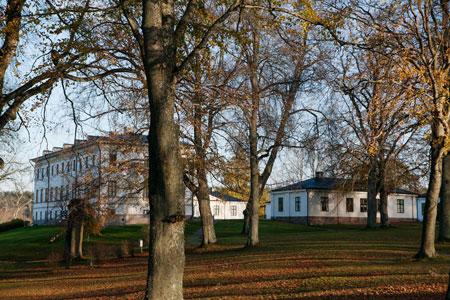 Stjernsunds slott med den omgärdande parken.