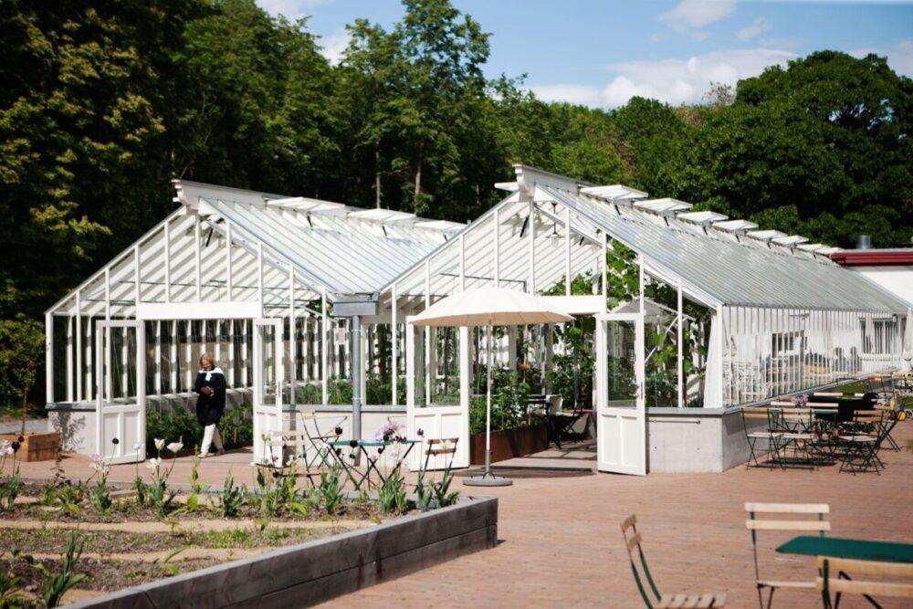 Ihopkopplat växthus framifrån