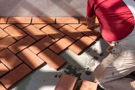 handslaget tegel i växthus när ett växthus byggs.