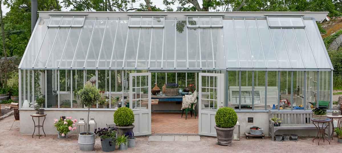 Växthus med både enkelglas och isolerglas.