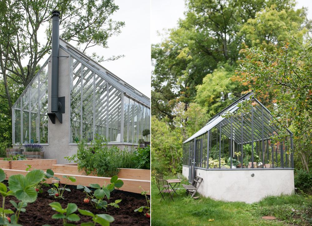 Växthus med sadeltag fristående i trädgård.