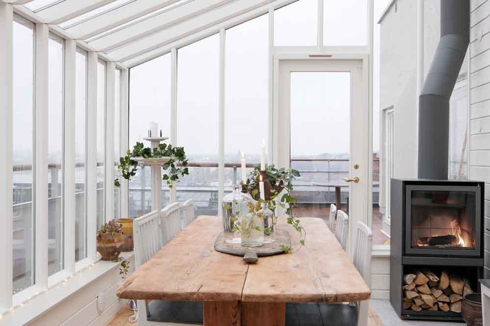 Ett växthus med både isolerglas och enkelglas.