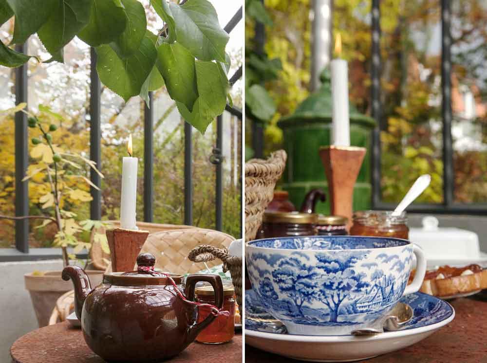 Te, bröd och marmelad uppdukat i växthuset.