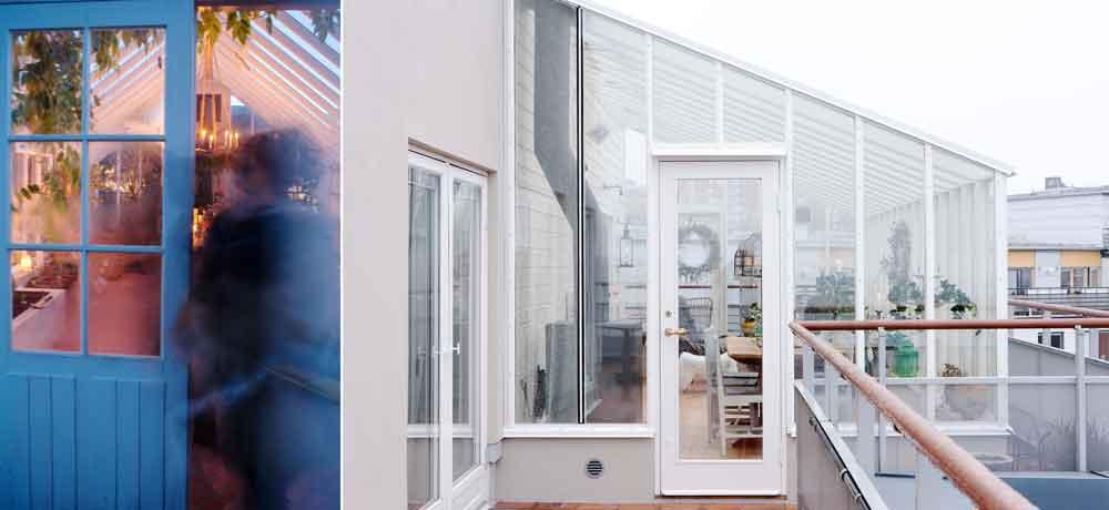 Två modeller på dörr till växthus.