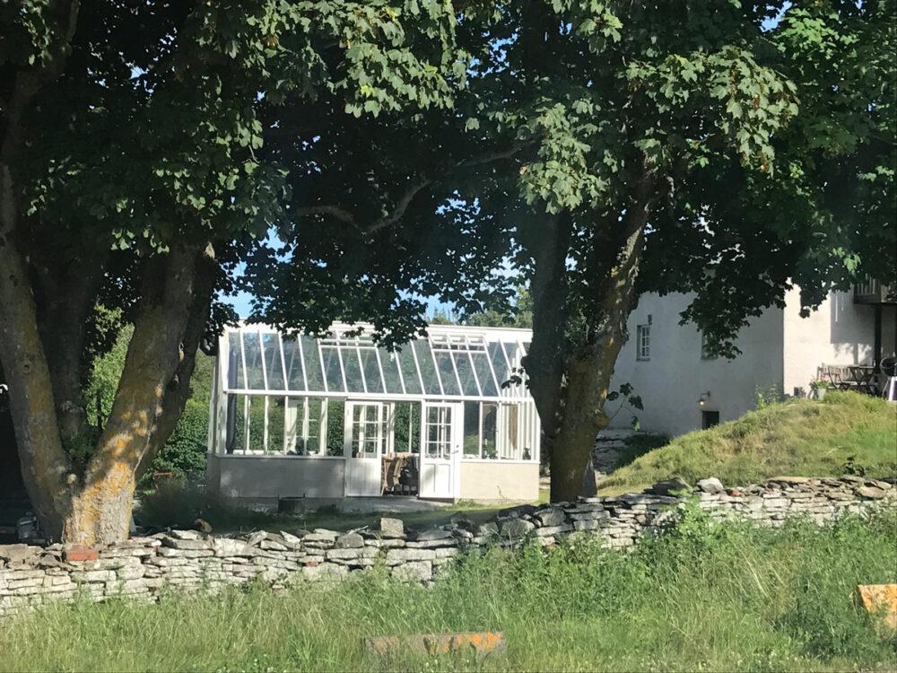 Ett växthus monteras på Skansen
