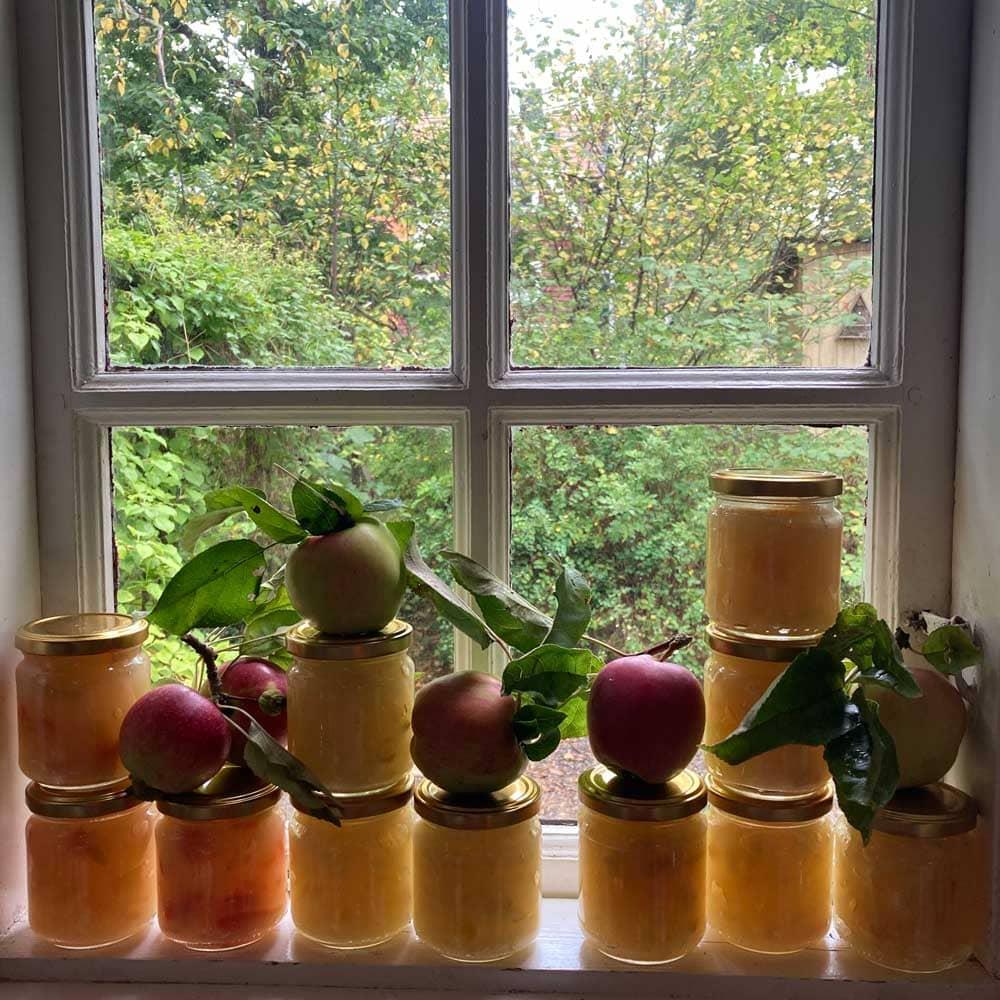 Äppelmos på burk.