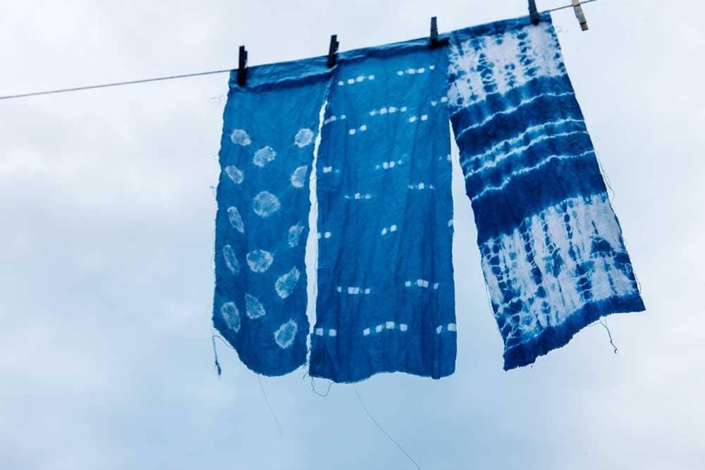 Batikfärgade indogotextil.