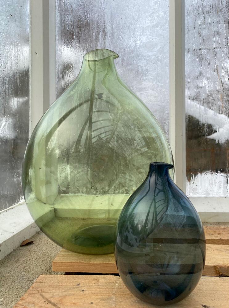 Runda glasvaser med pip.